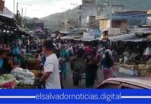 ABARROTADO se observa el Mercado Central de San Salvador en el primer día de la Fase I de la Reapertura Económica