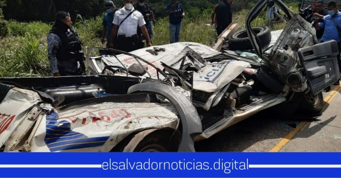 Mueren 2 agentes de la PNC que viajaban en patrulla arrollada por una rastra