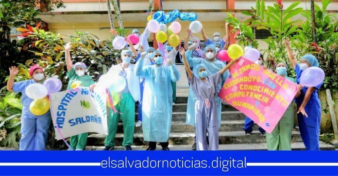 Hospital Saldaña celebra el alta de 800 salvadoreños recuperados del COVID-19Hospital Saldaña celebra el alta de 800 salvadoreños recuperados del COVID-19