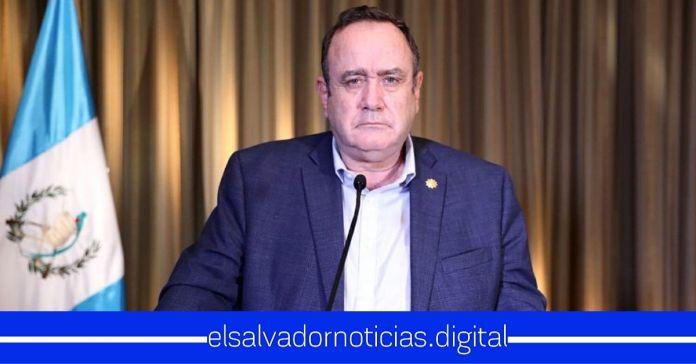 Presidente Giammattei: «Ya es responsabilidad de la gente, si se quieren cuidar se cuidan»