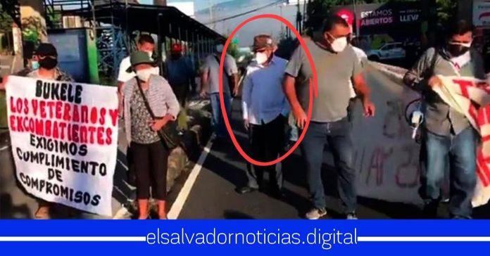 «Diablito» Ruiz es captado utilizando a veteranos para hacer protestas contra el Gobierno de Bukele