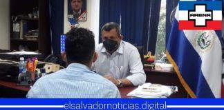 Emilio Corea se burla de forma pública de la necesidad de un salvadoreño para utilizarlo como campaña política