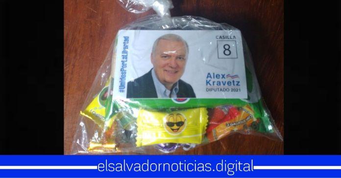 Areneros se aprovechan del mes del niño regalando dulces para hacer su campaña política