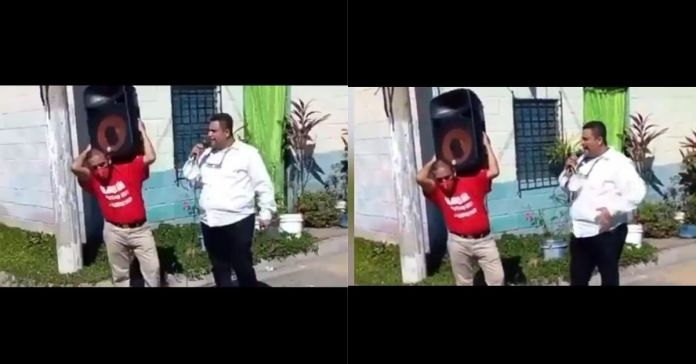 Indignante video, candidato a diputado del FMLN utiliza a salvadoreño humilde para que le cargue su bocina mientras realiza campaña política