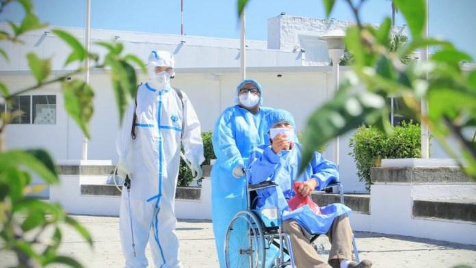 Aún con todo en contra, el Hospital El Salvador sigue salvando vidas, ayer se dieron de alta a 15 personas que estuvieron en estado crítico