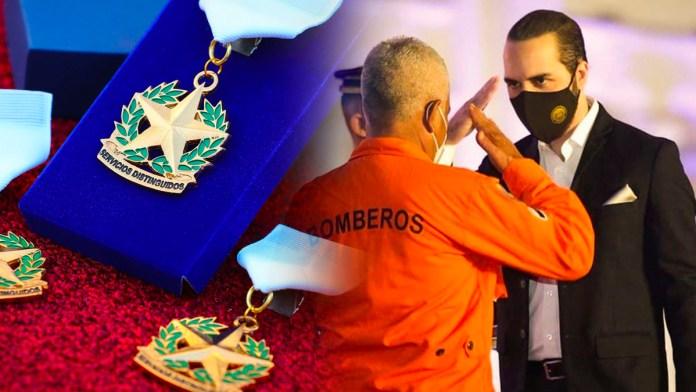 Nayib Bukele otorga reconocimiento a Bomberos en el marco de su aniversario por su destacada labor durante las emergencias