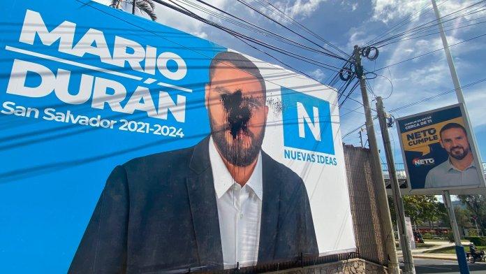 Ernesto Muyshondt manda a vandalizar vallas de Mario Durán en San Salvador