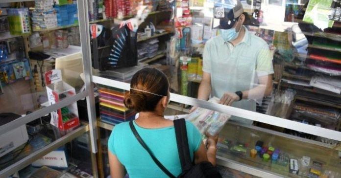 Autoridades informan que colegios no podrán obligar a padres de familia a comprar útiles y libros en determinados lugares