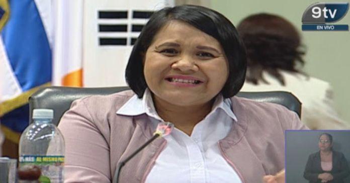 Cristina Cornejo dice que ya no hay izquierda ni derecha que ARENA y FMLN se han unido para atacar al Gobierno