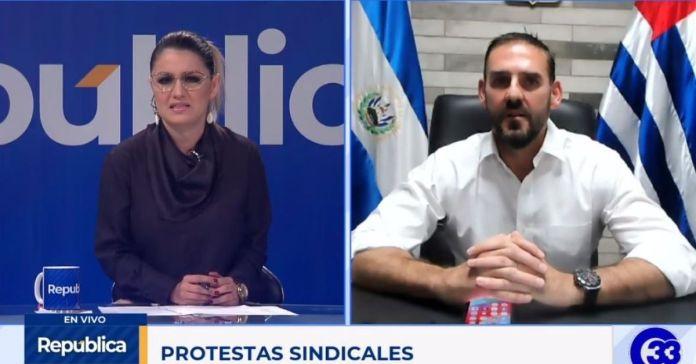 Neto Muyshondt ataca a presentadora por permitir que la población participe en la entrevista