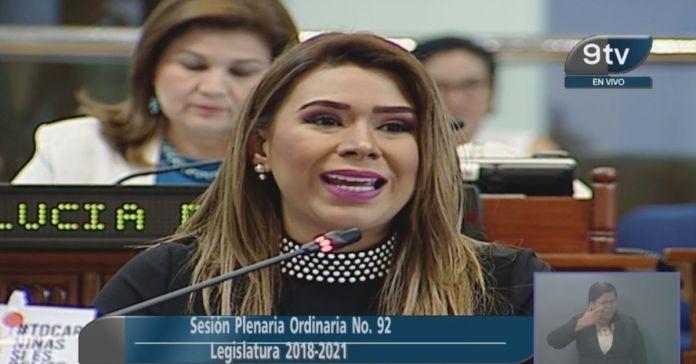 Marcela Villatoro se enoja porque los salvadoreños no le dan «like» a sus propuestas en las redes sociales