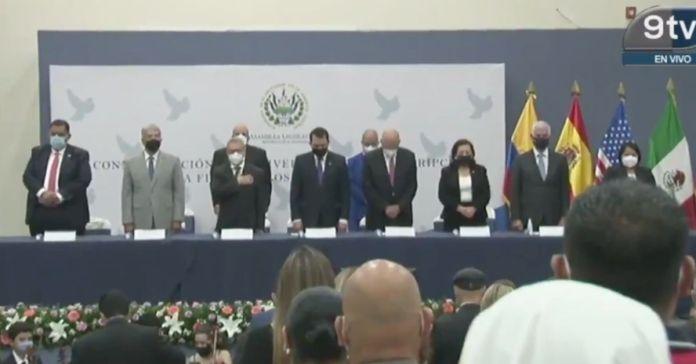 Diputados de manera hipócrita realizan acto para conmemorar «Los Acuerdos de Paz» y guardan minuto de silencio por las vidas ofrendadas