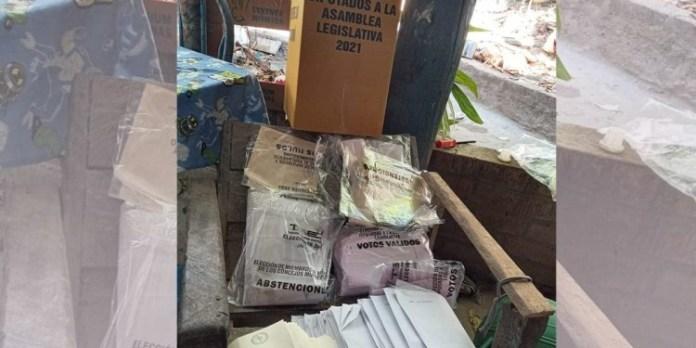 Encuentran miles de papeletas abandonadas a favor de Nuevas Ideas en Nueva Concepción, Chalatenango