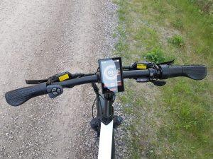 IMG 3726 scaled  Marknadens elakaste fatbike som levererar brutal prestanda.<strong>Leveranstid 50 dagar.</strong>- Motor: Bafang mittmotor G320 1000 Watt – 160 Nm- Batteri: Samsung 48V/16AH- Räckvidd: 60 km- Hastighet: Begränsad till 25 km/h- Vikt: 28 kg- Vikbar ram med integrerat batteri- Gasreglage dvs du gasar cykeln som en moped utan att behöva trampa.- Hydrauliska bromsar: Logan- Färgskärm: Bafang DPC18- Shimano 9 vxl RD-3500- Farthållare- Unik Möjlighet att välja din egen färg på ramen och fälgarna. Ingår i priset.- Kan beställas med eller utan logotyp på cykeln.  Elcykel Ghostride 1000W - Custom made