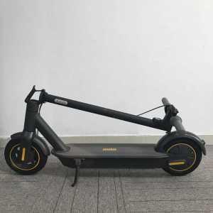 ninebot ihopfälld    Ninebot Max G30 - 350 watt