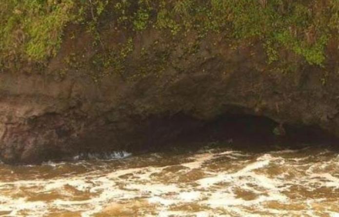 Buscan a bebé desaparecida en el mar tras partirse el bote en el que viajaba