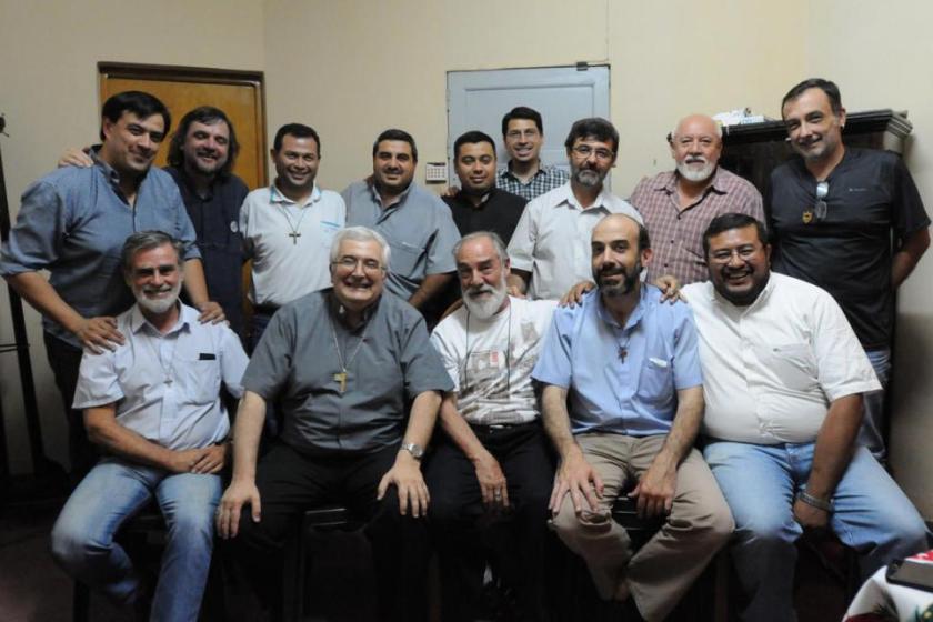 Un visitante ejemplar: El padre Pepe Di Paola se reunió con los curas villeros de Tucumán y con el arzobispo