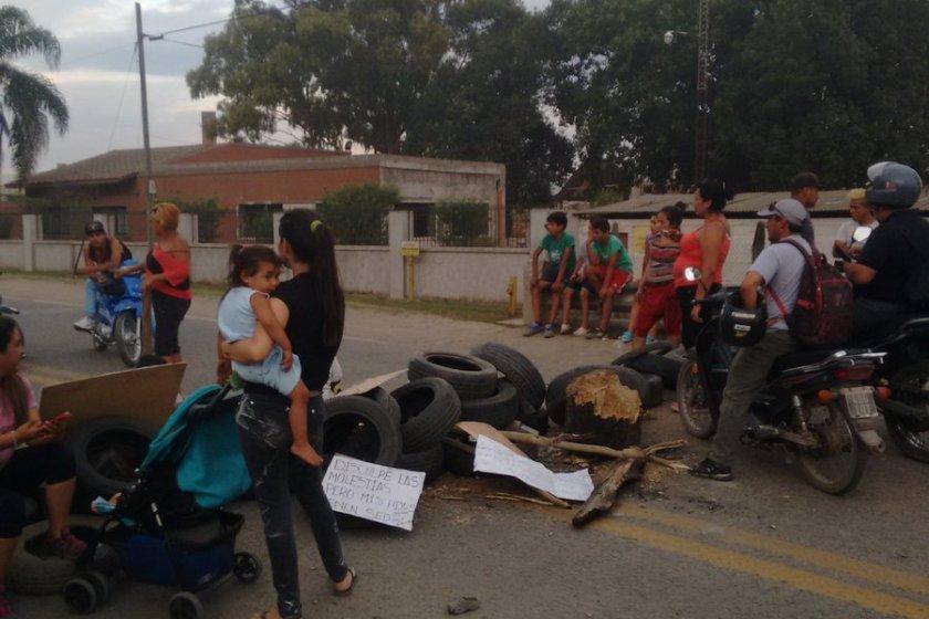 """Autoridades """"AUSENTES"""":  Miles aislados y cientos sin agua"""