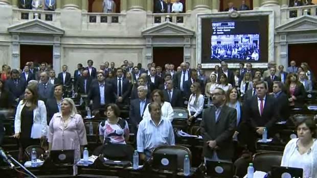 Hay quórum y arrancó la sesión en Diputados mientras en las calles se desata una guerra(VIDEO)