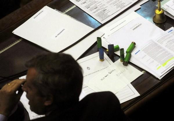 Congreso de la Nación: Se levantó la sesión por la reforma previsional a causa de escándalos fuera y dentro del recinto