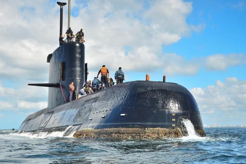 ¿ Fue atacado ?: Un tripulante del submarino advirtió que un helicóptero británico los perseguía