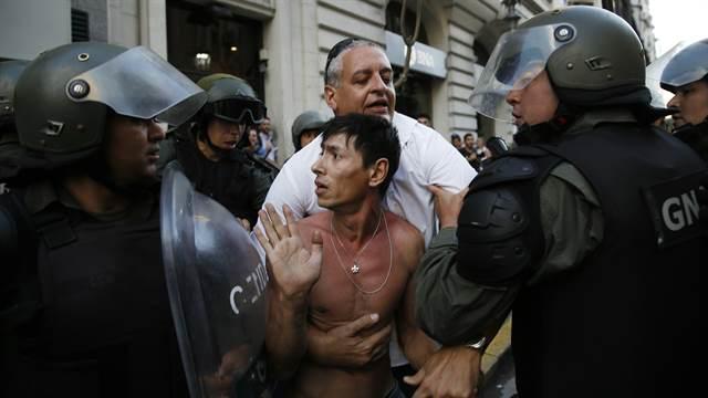PERSECUCCION A OPOSITORES: El Gobierno denunció penalmente a ONCE diputados por intentar abortar la sesión por la reforma
