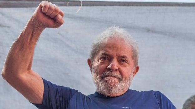 """""""Aún preso"""": Lula sigue al frente de las encuestas a cuatro meses de las elecciones de Brasil"""