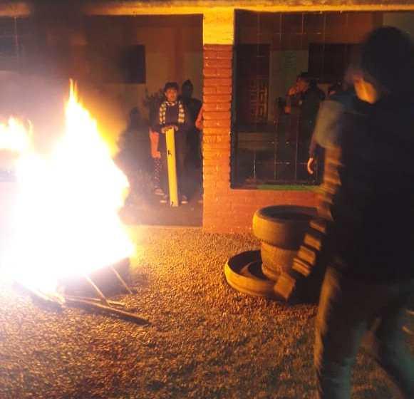 Vecinos tomaron la Comuna de El Naranjo y El Sunchal y hay represion policial(VIDEO)
