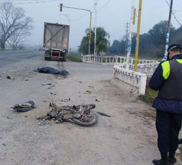 Continua la falta de controles y se hace mortal : Ahora una rastra embistió a un motociclista y lo mató en Famailla