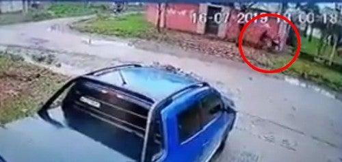 Concepción: Motochorros golpean a una mujer para robarle la cartera(VIDEO)