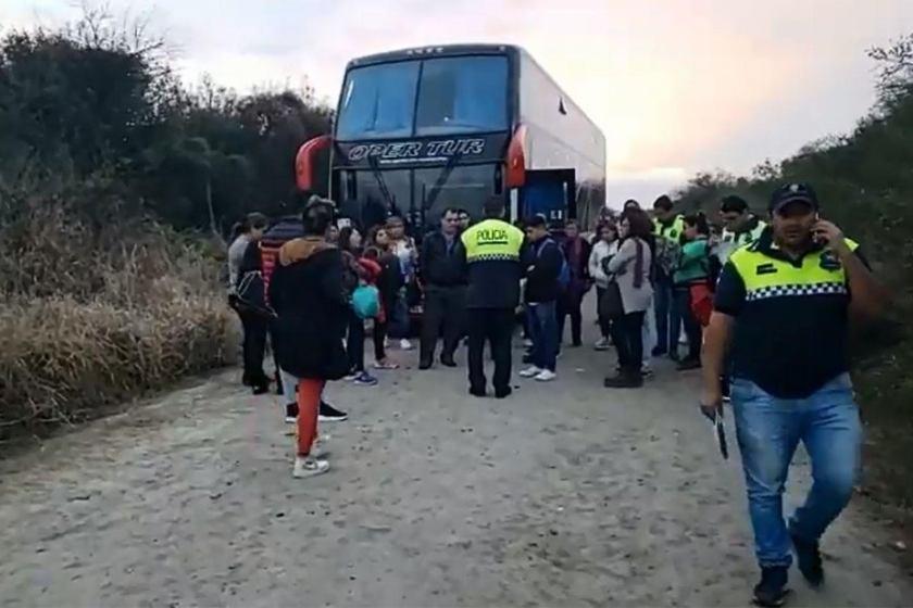 """"""" Al sur de la provincia le falta accionar policial """": Vestidos de policías, subieron a un omnibus en La Madrid que iba de """"tour de compras"""" y robaron a los pasajeros"""
