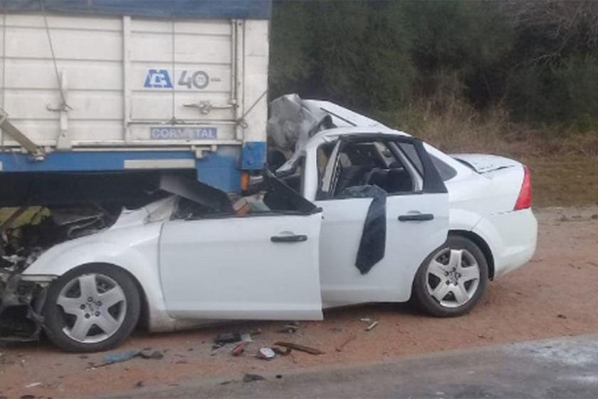 Nuevo accidente en la ruta 157: un auto chocó contra un camión esta mañana