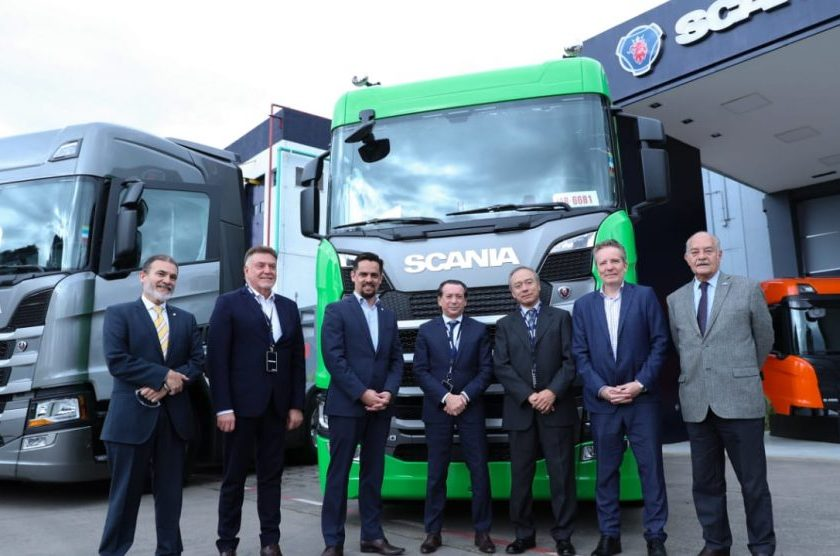 El ministro Dante Sica visitó la planta de producción de Scania en Tucumán