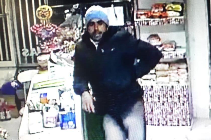 Tres ladrones asaltaron un kiosco a cara descubierta y quedaron registrados por las cámaras(VIDEO)