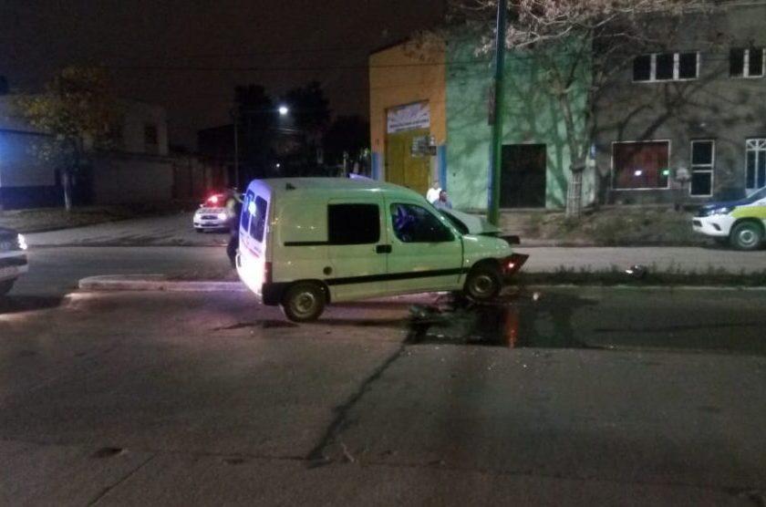 Accidente Fatal: Perdió el control de su camioneta chocó un poste de luz y murió
