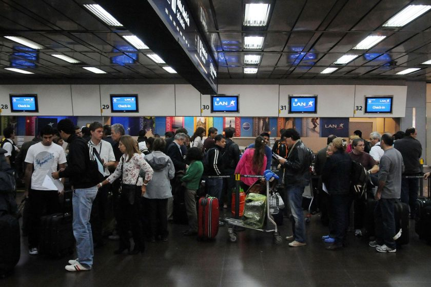 Por la crisis económica, crece la cantidad de profesionales argentinos que piensan en trabajar en el exterior