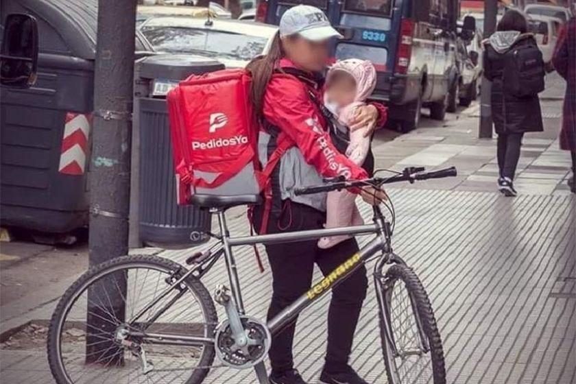 Redes: La mamá delivery que causó conmoción