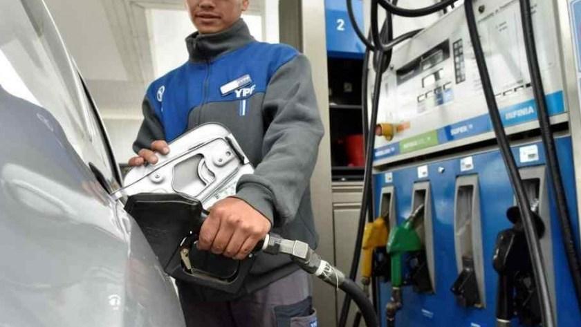 URGENTE: Desde medianoche suben 5% las naftas y el gasoil