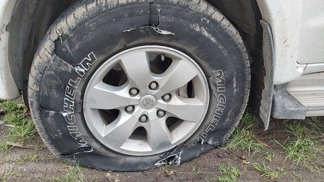 """"""" EL INTERIOR TUCUMANO LIBERADO A LOS ASALTANTES """" : Con clavos """"miguelito"""" reventaron las ruedas de la camioneta para robarles"""