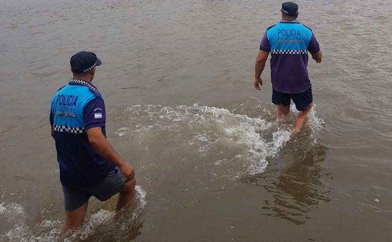 TRAGEDIA: Salvó a su hijo en el río Salí, pero el agua lo terminó arrastrando y murió ahogado