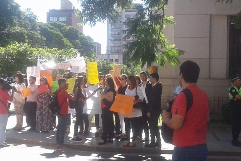 Tribunales: Con una protesta piden que no se elimine la mediación