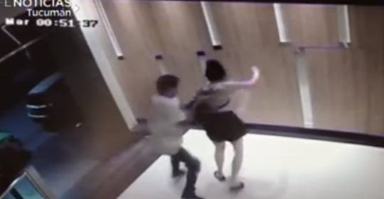 Violento asalto a una mujer en un edificio de barrio norte(VIDEO)