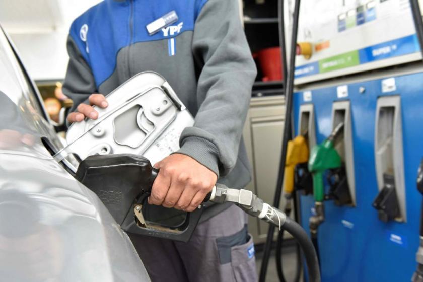 """"""" NO AUMENTARA LA NAFTA """": YPF dio marcha atrás y no subirá el precio de los combustibles"""