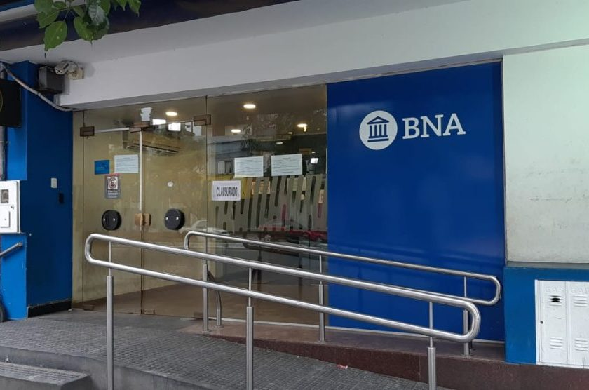 """"""" Por falta de mantenimiento """" : Clausuraron una sucursal del Banco Nación en Tucumán"""