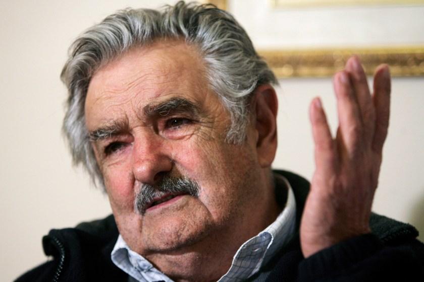"""POLEMICAS DECLARACIONES, Mujica: """"en vez de traer 100.000 cagadores argentinos hagamos que los nuestros inviertan acá"""""""