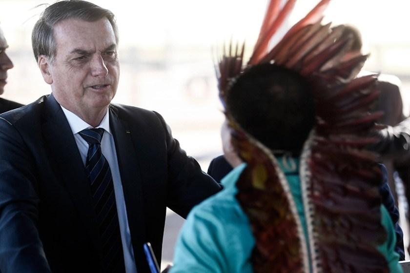 """"""" NAZI """": """"Cada vez más el indígena es un ser humano como nosotros"""", dice Bolsonaro"""
