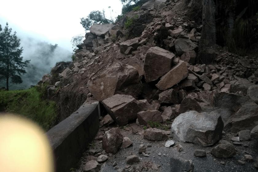 Permanece cortada la ruta a los Valles por un impresionante derrumbe de piedras