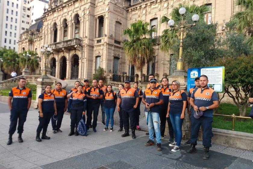 El gobernador Juan Manzur regresó a Casa de Gobierno y lo esperaron con una protesta