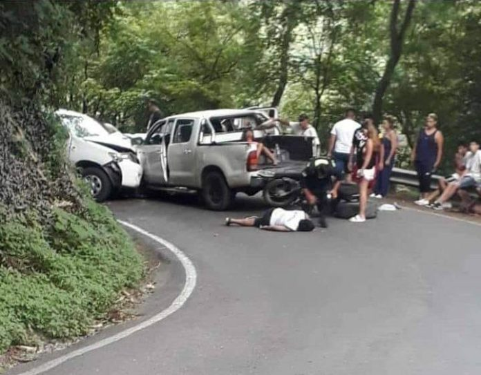 San Javier: Chocaron de frente dos camionetas, hay heridos