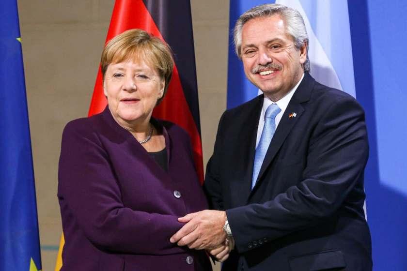 El presidente  Fernández consiguio el apoyo de Merkel para renegociar la deuda con el FMI